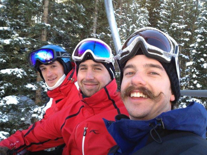 미 중부인의 여유, 오른쪽이 패트릭, 가운데가 톰 슈넉