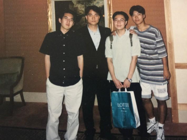 문득발견한 내 대학교 1학년때 결혼식장 간 사진 (맨오른쪽) 정말 이렇게 개념없는 사람입니다 부디 너그러이 봐주시길 ^^